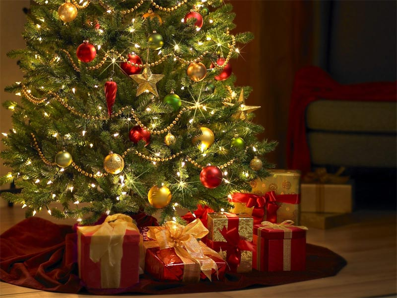 Image de Noël: Sapin de Noël avec Cadeux